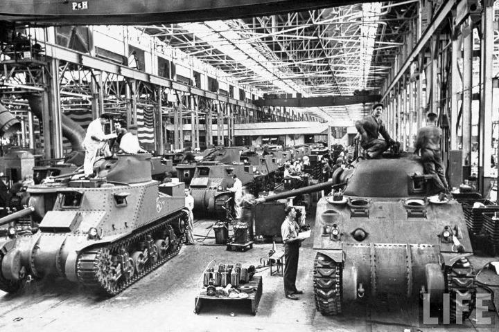 life-detroit-car-makers-world-war-ii-1942_6_chrysler-tanks